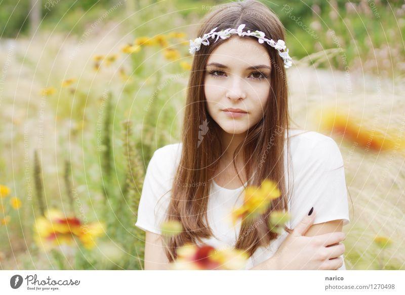 Stella V Mensch Natur Jugendliche Pflanze Sommer Junge Frau Blume Landschaft 18-30 Jahre Erwachsene Gefühle Gras feminin Garten Haare & Frisuren Mode