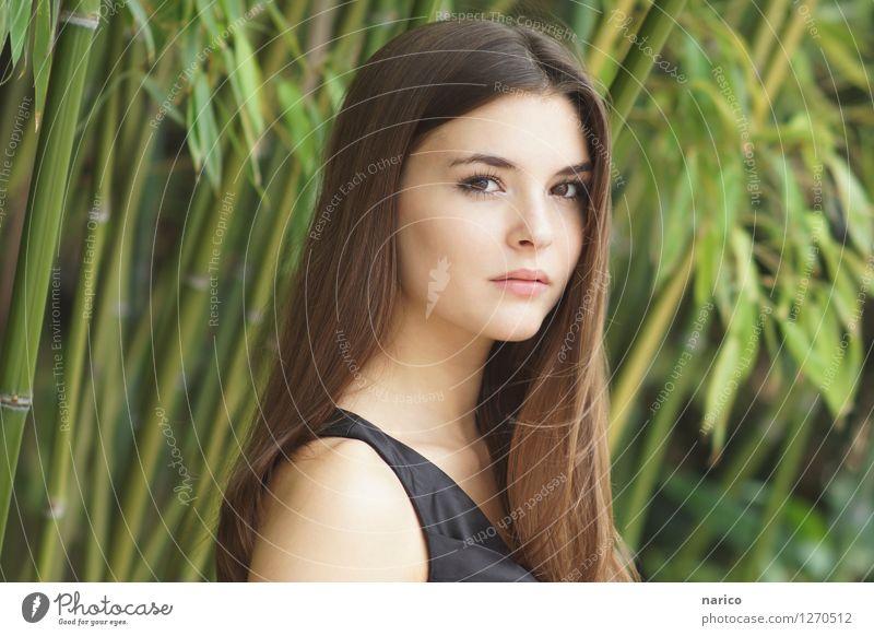Stella IX Mensch feminin Junge Frau Jugendliche 1 13-18 Jahre 18-30 Jahre Erwachsene Umwelt Natur Pflanze Bambus Garten Park Mode Kleid Haare & Frisuren brünett