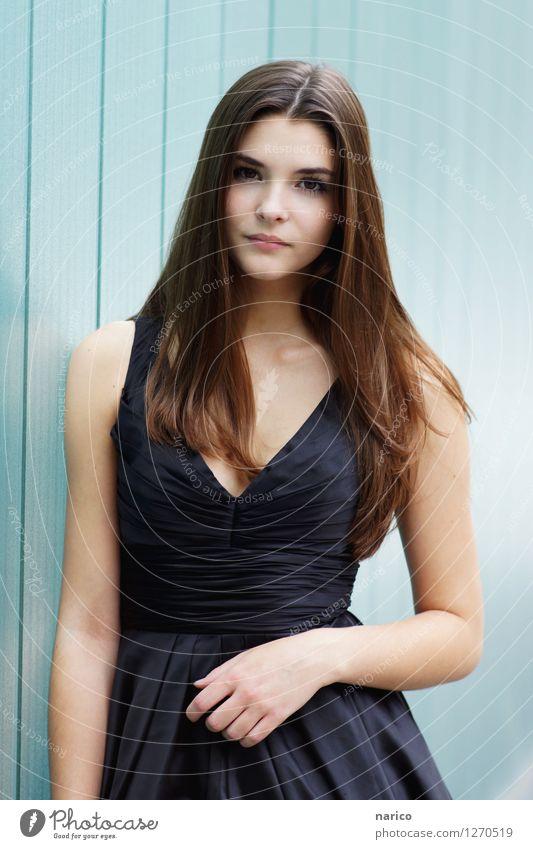 Stella XI Mensch feminin Junge Frau Jugendliche Erwachsene 1 13-18 Jahre 18-30 Jahre Mode Kleid Haare & Frisuren brünett langhaarig Scheitel ästhetisch schön