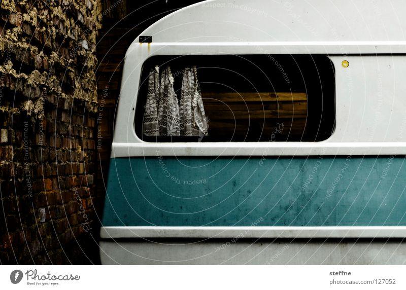 URLAUB II weiß blau Ferien & Urlaub & Reisen Mauer Verkehr trist Filmindustrie Freizeit & Hobby Backstein Camping DDR Fernweh Gardine Niederlande Wagen Wohnmobil