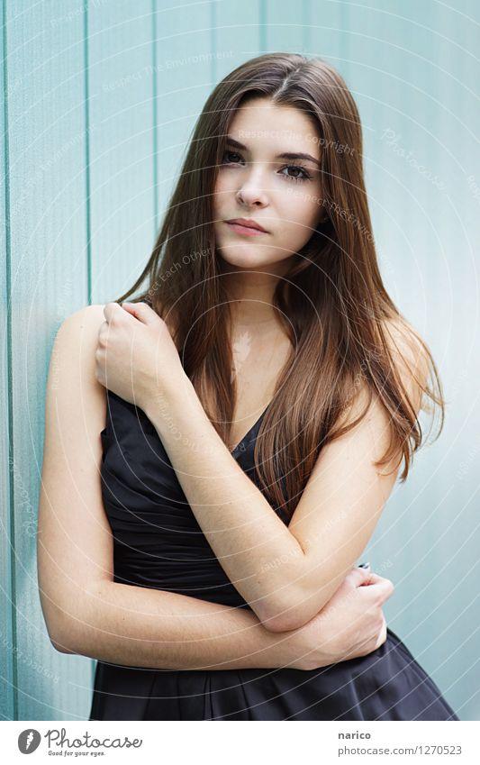 Stella X Lifestyle Mensch feminin Junge Frau Jugendliche Erwachsene 1 13-18 Jahre 18-30 Jahre Mode Kleid Stoff Haare & Frisuren brünett langhaarig Scheitel