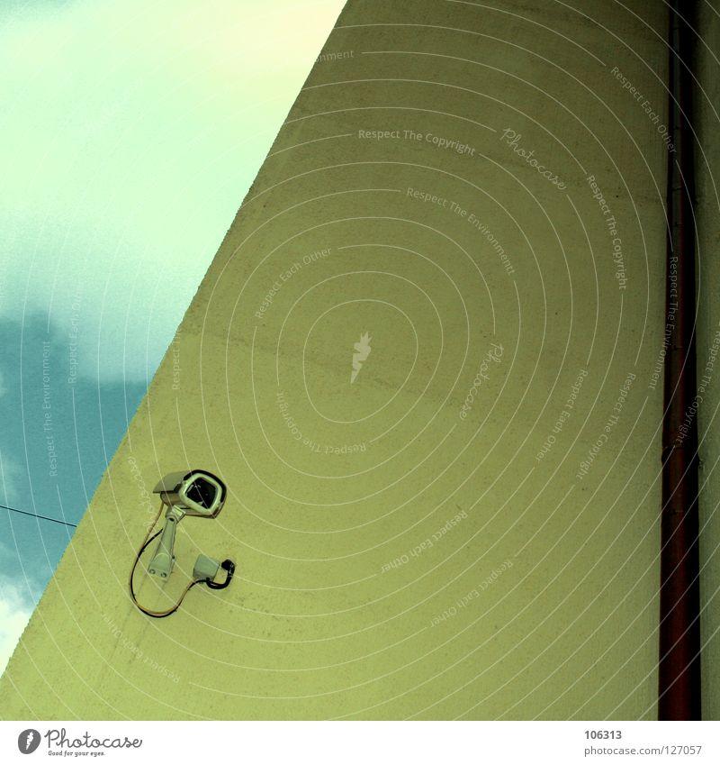 BRAVE NEW WORLD Sicherheit beobachten aufwärts Kontrolle Videokamera privat Video Alltagsfotografie elektronisch technisch Überwachung verdrahtet Aufzeichnen filmen verfolgen Fahndung