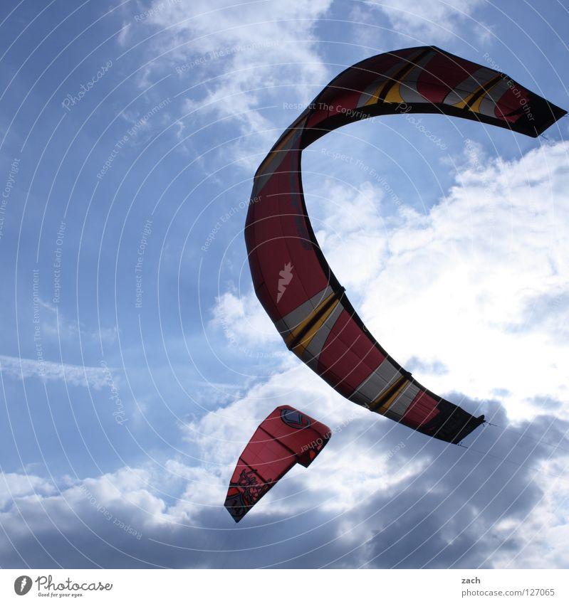 Duo Meer See Kiting Wellen Sturm Brandung springen Sommer Schnur Griff Halt Ferien & Urlaub & Reisen Gleitschirm Wolken Sport Spielen Wind Regenschirm frei