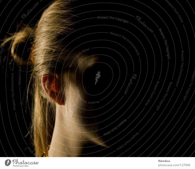 Anonym Frau Mensch Gesicht dunkel Kopf Ohr einzigartig geheimnisvoll hören verstecken Gesellschaft (Soziologie) anonym fremd spionieren Spitzel Anpassung