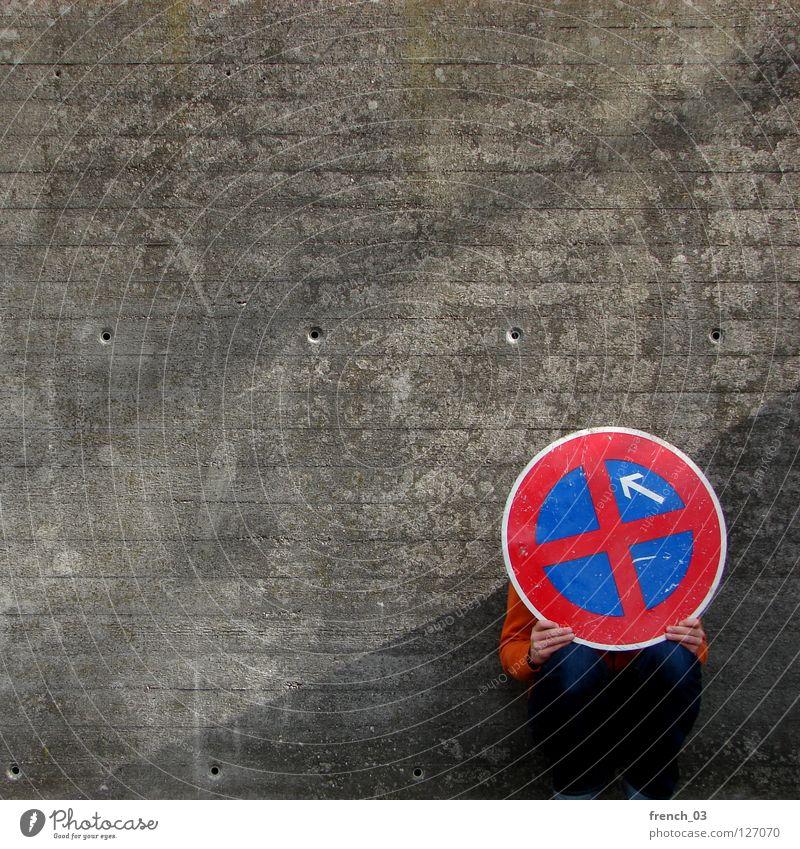 Du siehst mich nicht Mensch blau Hand weiß schön rot Wand Freiheit grau Mauer Beine Linie orange Deutschland Angst Arme
