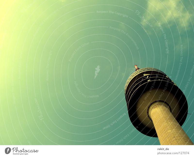 Neuer Kaniditat der Turmfraktion Olympiaturm Fahrstuhl rund tief fahren drehen Ferne Gelände Antenne Restaurant flau Wolken München Olympiapark Fraktion