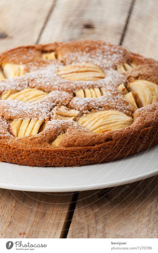 Sehr Fein Lebensmittel Teigwaren Backwaren Ernährung Teller gut natürlich braun Ehrlichkeit Apfelkuchen Ganz Kuchen Menschenleer bestäuben lecker Holz