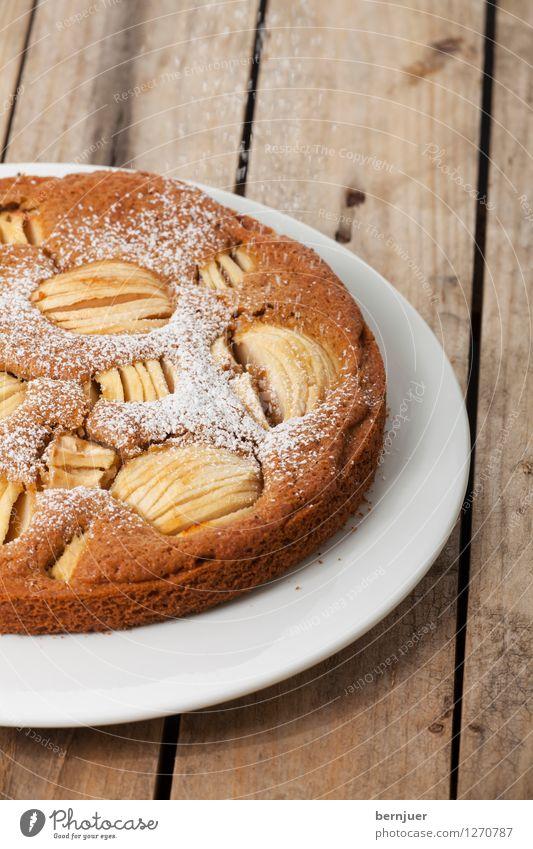Apfelkuchen Holz Lebensmittel authentisch Ernährung lecker gut Bioprodukte Teller Backwaren Scheibe Teigwaren Vegetarische Ernährung rustikal Krümel