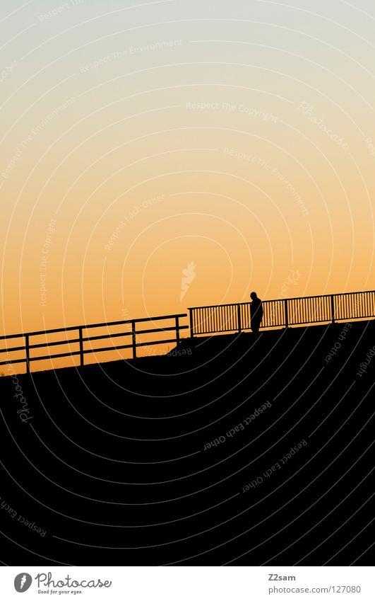 allein auf weiter flur Mensch Mann Natur Sonne schwarz Einsamkeit Erholung Berge u. Gebirge Wege & Pfade Wärme gehen laufen hoch Freizeit & Hobby Physik Verkehrswege