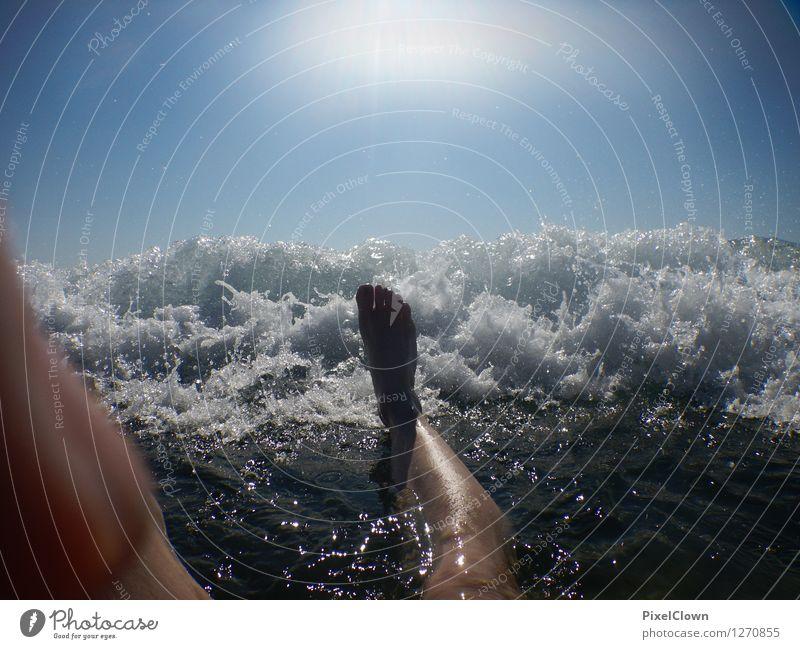Der Wellenbrecher Mensch Ferien & Urlaub & Reisen Mann blau Wasser Meer Freude Strand Erwachsene Leben Sport Beine Schwimmen & Baden Lifestyle Stimmung