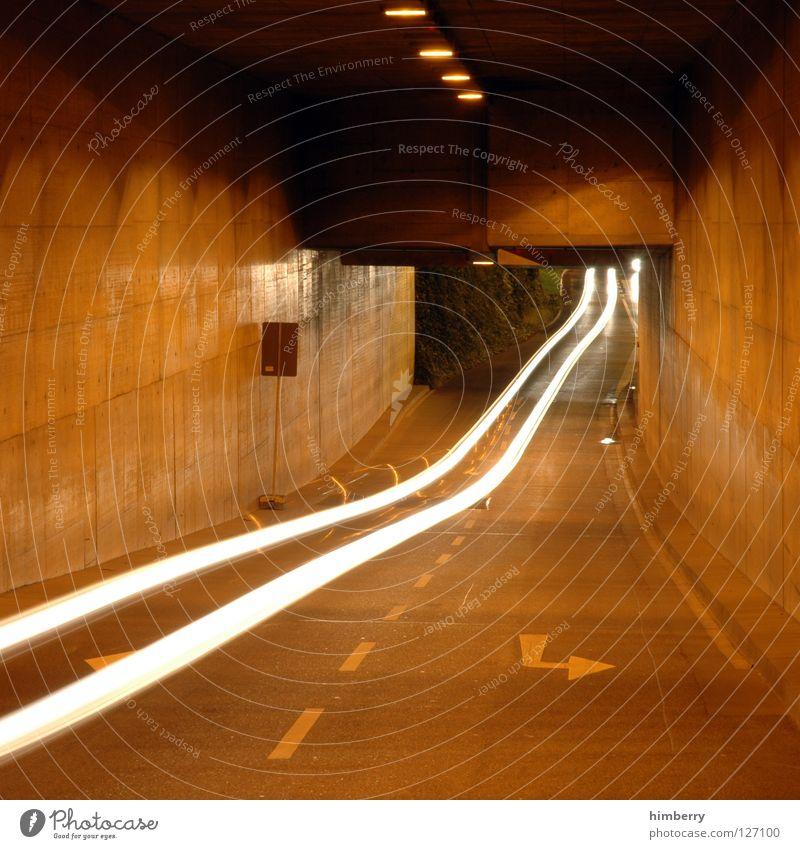 speedlimit 300 Tunnel Verkehr Beton Nacht Langzeitbelichtung Geschwindigkeit KFZ Licht Raser fahren abbiegen Spuren traffic PKW Straße channel city lights