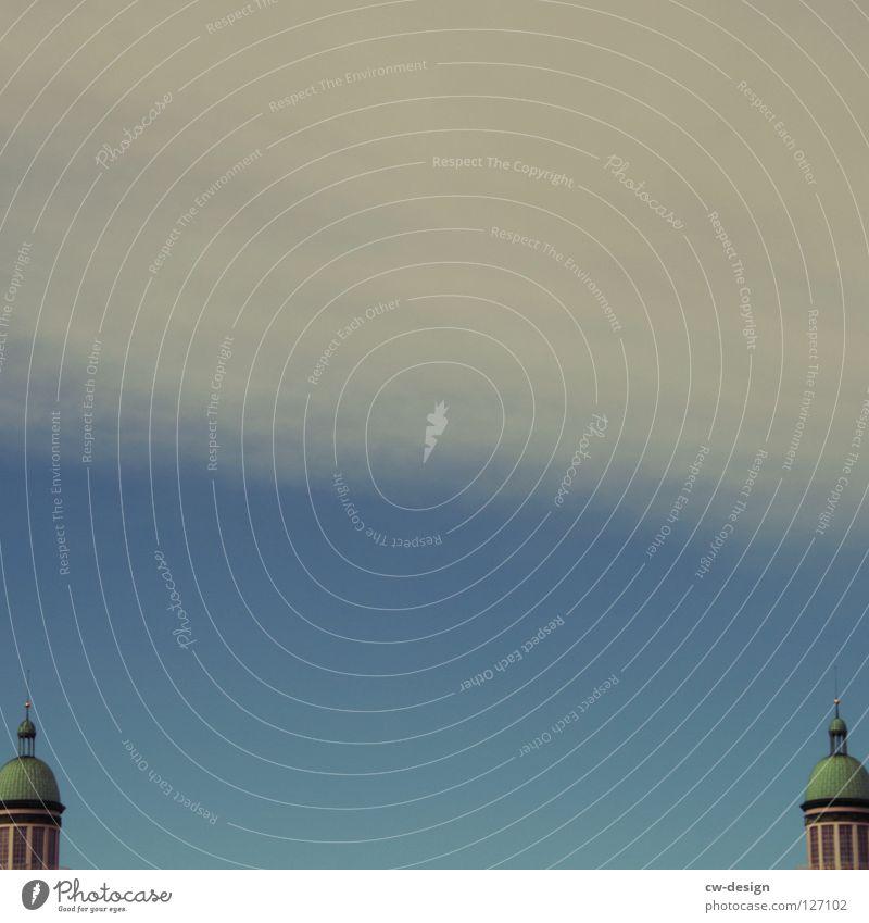 Doppeltes Lottchen Himmel blau weiß Wolken dunkel Berlin Graffiti Architektur klein Lampe Kunst 2 Deutschland Glas Beton groß