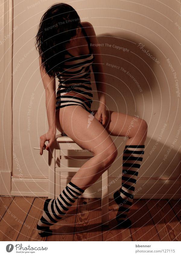 Stripes Frau schwarz weiß Wäsche Kniestrümpfe Streifen Hemd nackt Hocker Wand Zigarette Holz ruhig Akt Haut Haare & Frisuren Schwarzweißfoto Beine Arme Rauchen