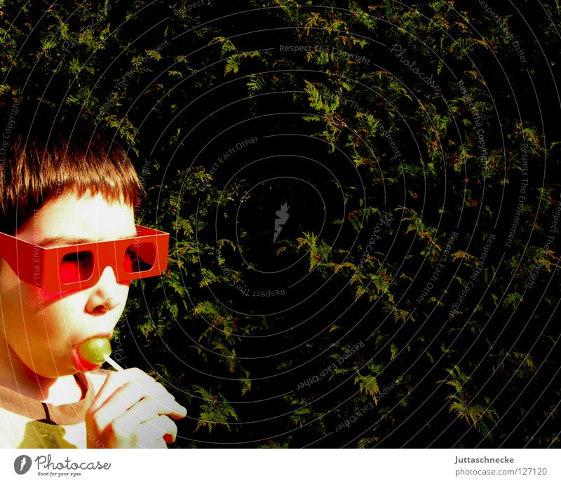 Paulchen mag Lollies Kind rot Sonne Freude Gesicht Junge lustig rosa Ernährung Mund Nase Brille Süßwaren Sonnenbrille blenden lutschen