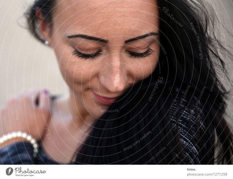 Nastya feminin Frau Erwachsene 1 Mensch T-Shirt Schmuck schwarzhaarig langhaarig genießen träumen schön Zufriedenheit Lebensfreude Leidenschaft Vertrauen