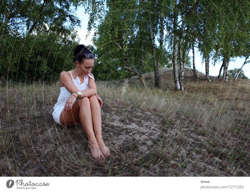 Nastya feminin Frau Erwachsene 1 Mensch Umwelt Natur Landschaft Sand Schönes Wetter Baum Gras Wald Hügel Kleid schwarzhaarig langhaarig Zopf Denken sitzen dünn