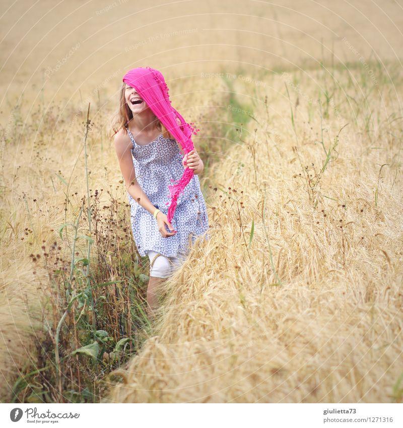 Happy ||| Mensch feminin Kind Mädchen Kindheit Leben 1 8-13 Jahre Sommer Schönes Wetter Feld Kleid Kopftuch Tuch lachen Fröhlichkeit Glück trendy schön lustig