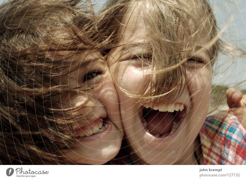 die schöne und das biest Familie & Verwandtschaft Jugendliche Haare & Frisuren Wind Mund Zähne schreien Umarmen Tochter