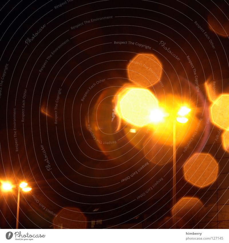 dummdoof rumknipsen Straße PKW Lampe Beleuchtung warten Verkehr stehen stoppen Laterne Verkehrswege Straßenbeleuchtung Ampel Düsseldorf Mischung Straßenverkehr