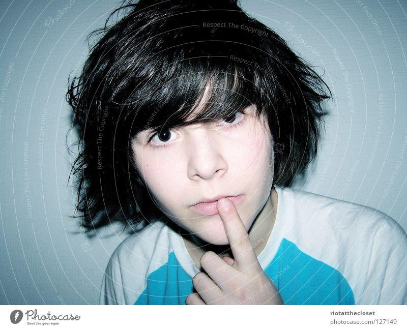 innocent Jugendliche Mädchen weiß blau schwarz Raum Finger unschuldig Hand androgyn