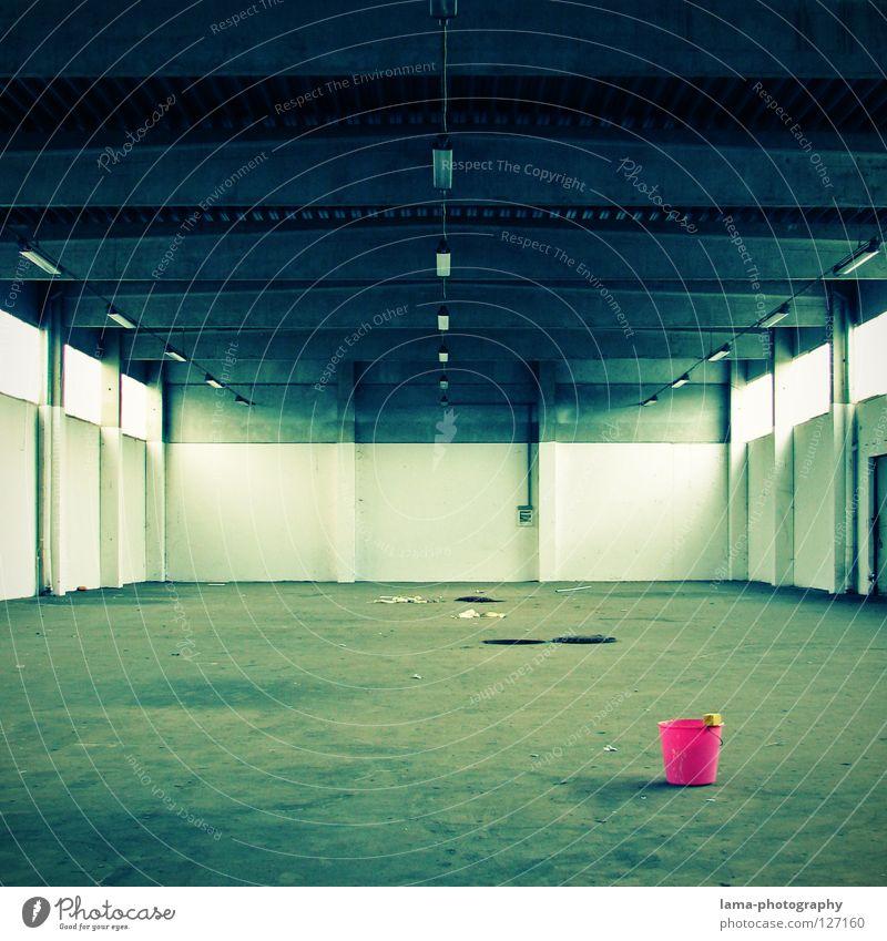 Pinky Pail alt grün Einsamkeit Farbe Lampe grau Raum dreckig rosa Beton leer trist Industriefotografie Fabrik Bodenbelag violett