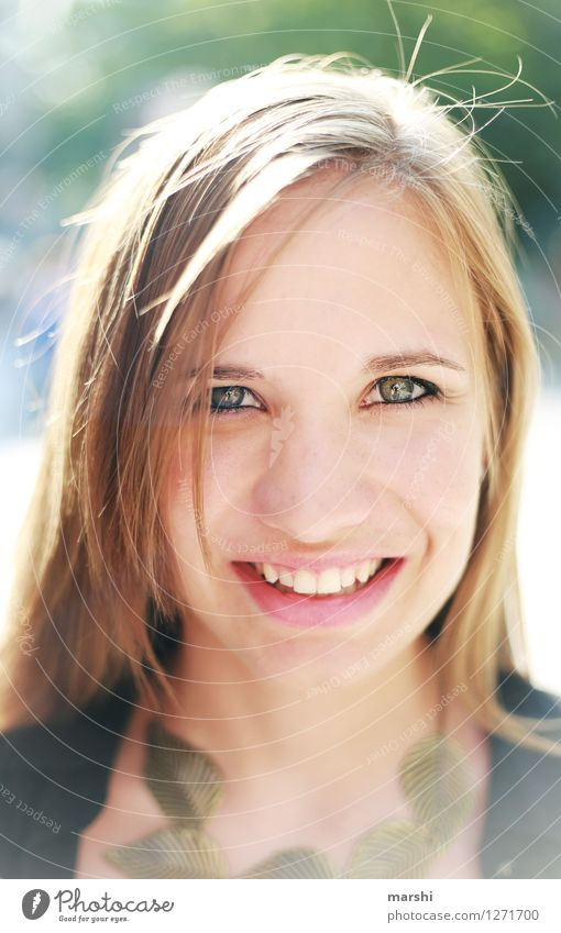 Sonnenschein Mensch Jugendliche schön Junge Frau Sonne Freude 18-30 Jahre Gesicht Erwachsene Gefühle feminin Glück lachen Haare & Frisuren Stimmung blond