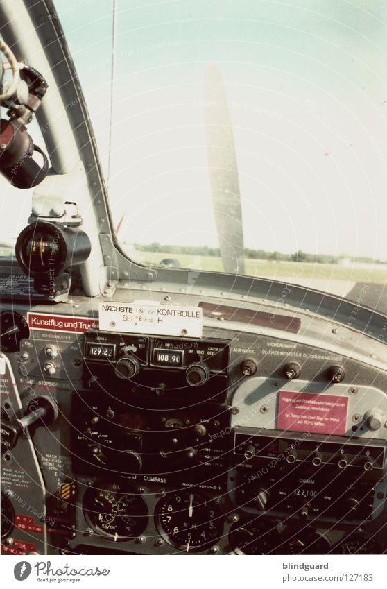 Ready To Take Off Himmel alt Fenster Angst dreckig Flugzeug Luftverkehr Industrie retro Technik & Technologie Warnhinweis Ereignisse Musikinstrument Knöpfe Anzeige Schalter