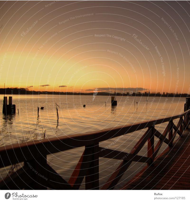 Ruhe im Morgenteee Farbfoto Außenaufnahme Menschenleer Textfreiraum rechts Morgendämmerung Licht Sonnenaufgang Sonnenuntergang harmonisch Wohlgefühl Erholung