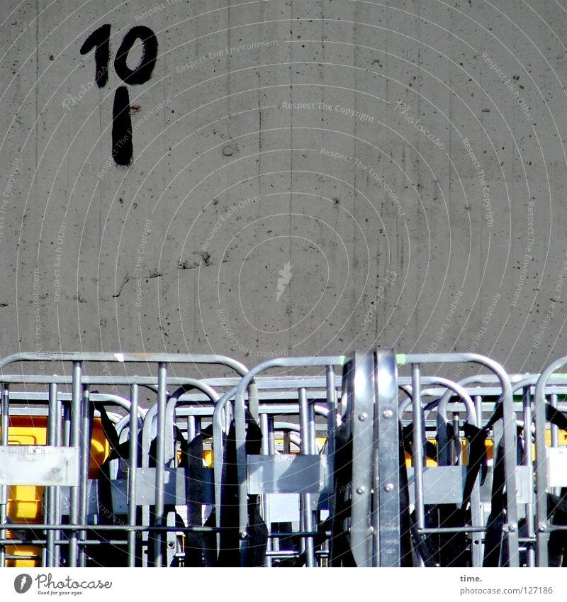 Halle 10 gelb Wand Metall warten Beton Ecke Post parken Container Parkplatz 10 Aluminium Versand Wagen Versammlung einpacken