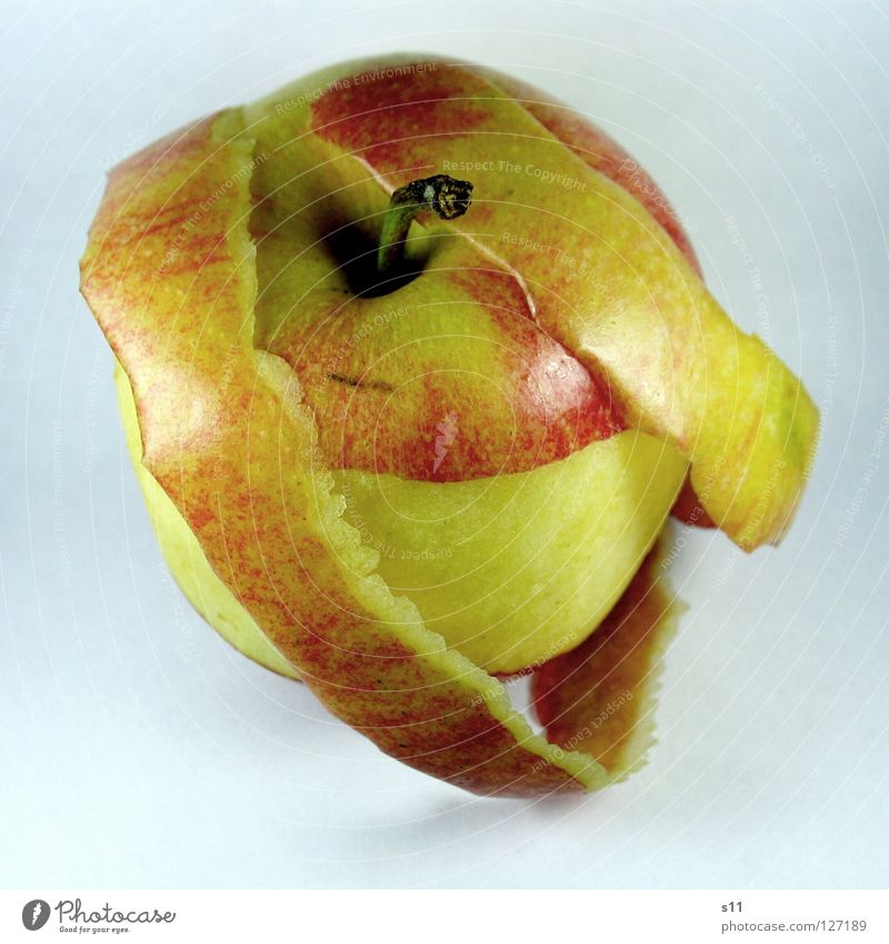 MIToderOHNE knackig saftig süß rund Gesundheit Vitamin rot gelb grün Ernährung Fruchtzucker Zucker Apfelbaum häuten ohne Makroaufnahme Nahaufnahme Wut Glätte