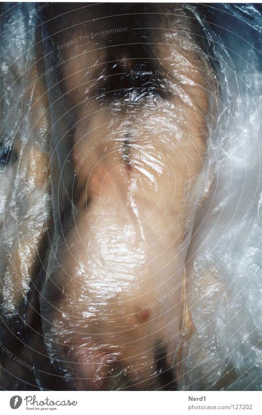 Körperwindungen Mann maskulin Abdeckung nackt Torso Rückenlage verpackt Folie Haare & Frisuren liegen plastikfolie Haut Kunststoffverpackung Nackte Haut