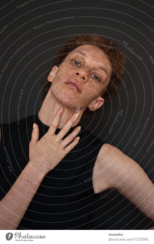 Portrait Mensch Jugendliche Hand 18-30 Jahre Gesicht Erwachsene Auge Gefühle feminin Stil außergewöhnlich Stimmung authentisch einzigartig Coolness sportlich