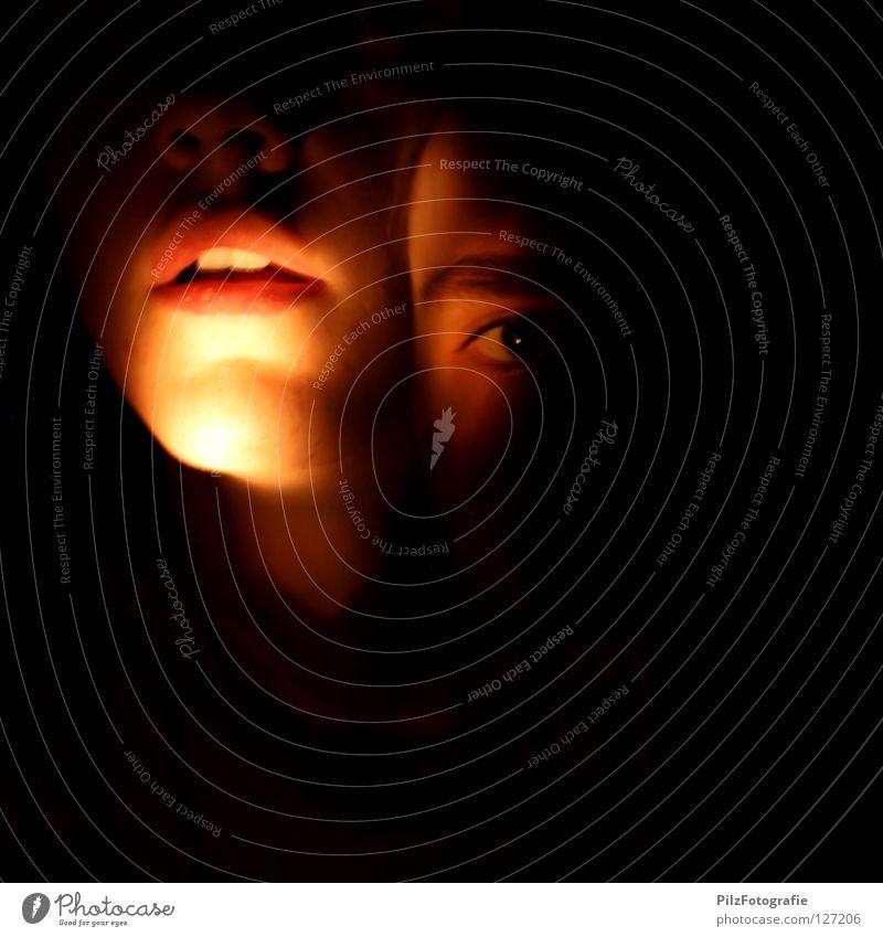 Paranoide Schizophrenie III Jugendliche rot Gesicht schwarz Auge dunkel Tod lachen Mund Beleuchtung Angst Nase verrückt Kreis Zähne Krankheit