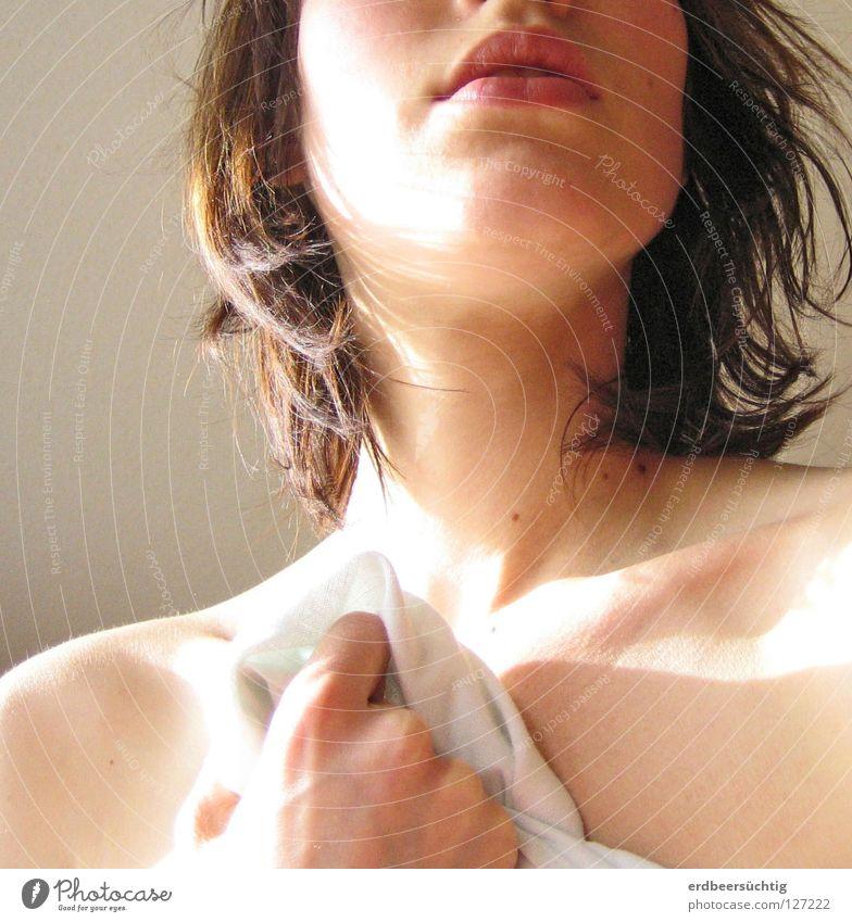 Morgen Frau Hand Gesicht Erotik nackt Haare & Frisuren Mund hell Körper Haut Erwachsene Finger Behaarung weich Lippen rein