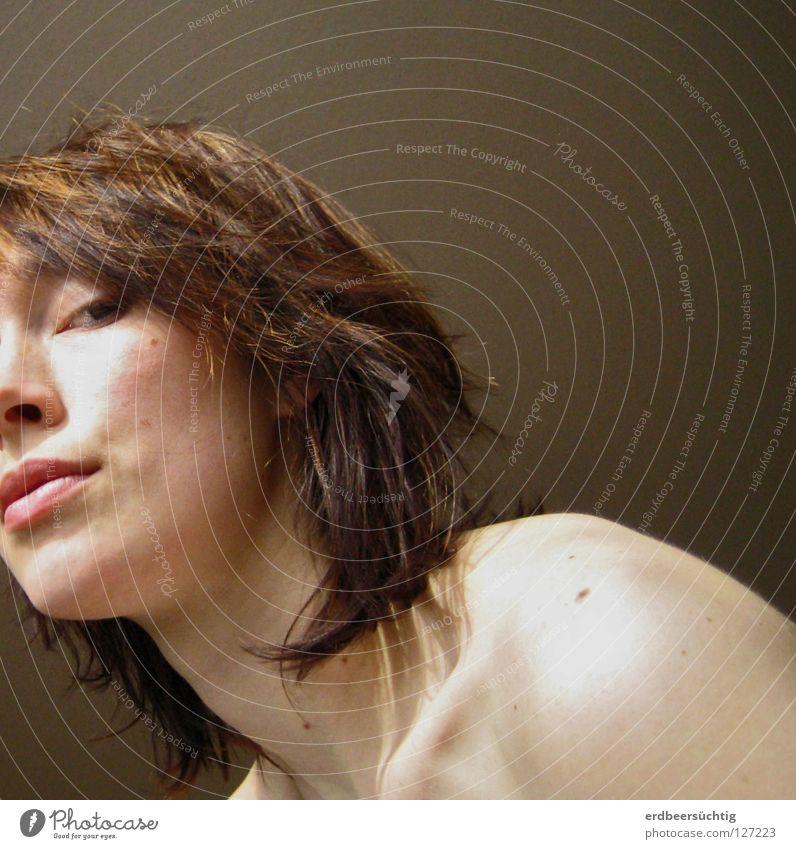Und nun? Frau Silhouette Schulter weiß Licht Leberfleck Schlüsselbein Gesicht Mund Auge Blick Haare & Frisuren Halbprofil frei suffisant Haut Schatten nackt
