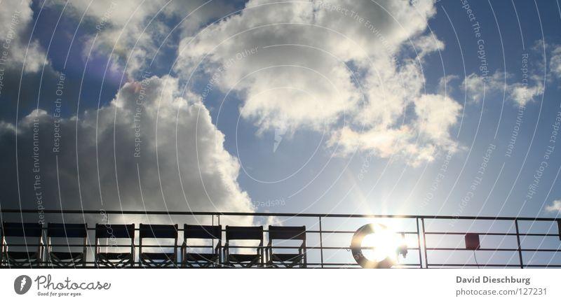 Plätze an der Sonne Wasserfahrzeug Wolken Rettungsring Stuhl Sitzgelegenheit Anker Kreuzfahrt Ferien & Urlaub & Reisen Sommer Fenster Gitter schwarz Pirat