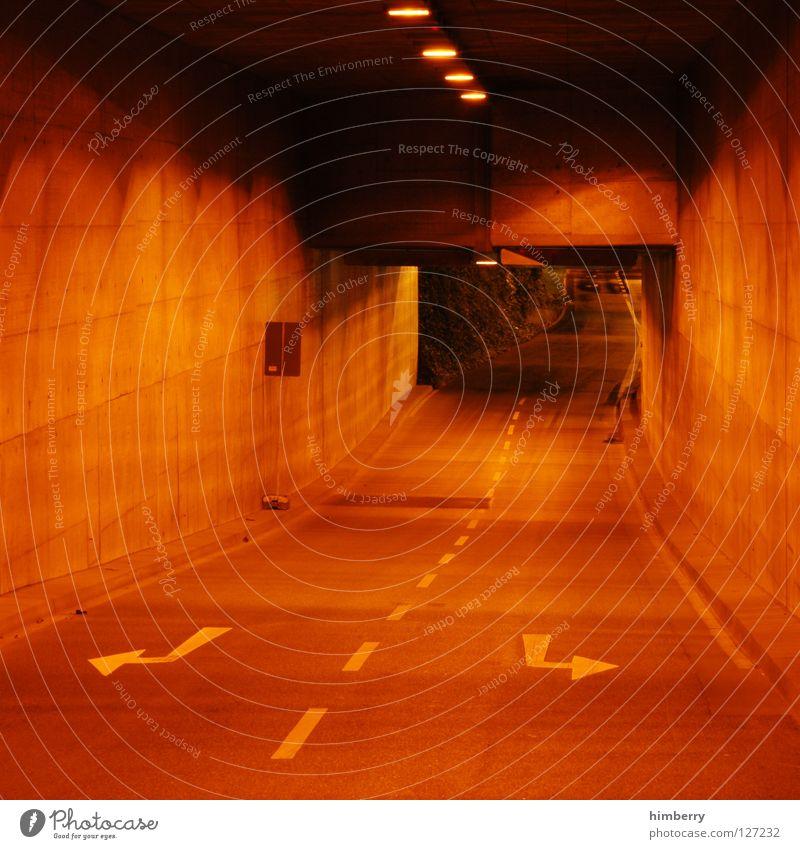 fluchtweg Tunnel Verkehr Beton Nacht Langzeitbelichtung Geschwindigkeit KFZ Licht fahren abbiegen Spuren Düsseldorf traffic Straße channel city lights Autobahn