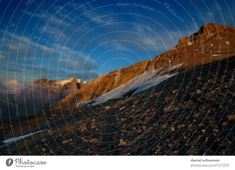 eigentlich nur Steine Himmel blau rot Wolken gelb Farbe kalt Berge u. Gebirge Luft wandern Nebel Hintergrundbild Wetter Freizeit & Hobby Klima Schweiz