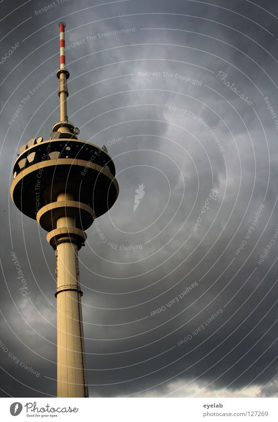 Dem Himmel so nah...(2. Anflug) Wolken grau Gebäude Regen Architektur Beton Sicherheit Technik & Technologie Niveau Turm Station Stahl Schalen & Schüsseln