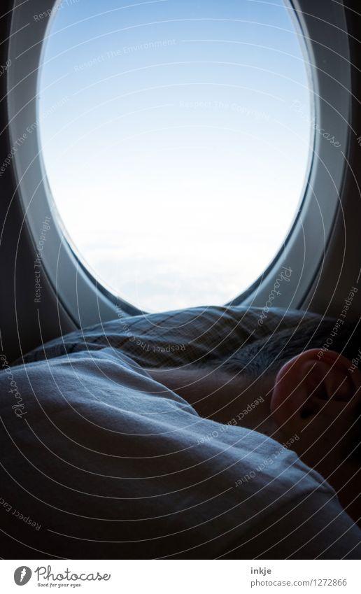 Über den Wolken Mensch Himmel Kind Ferien & Urlaub & Reisen Jugendliche Junger Mann ruhig Ferne Leben Gefühle Flugzeugfenster fliegen Lifestyle Freizeit & Hobby
