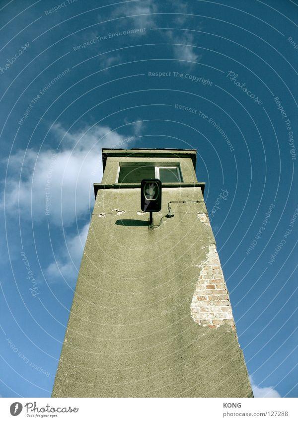 burgfried 1.5 Himmel Haus Einsamkeit Lampe Linie Beton groß hoch Perspektive Macht Turm Mitte verfallen Verfall aufwärts Wachsamkeit