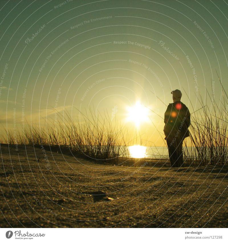 WIE DAS LAND, SO .... Mensch Wasser Ferien & Urlaub & Reisen Sommer Sonne Meer Freude Strand schwarz Erholung Herbst Spielen Küste klein Sand springen