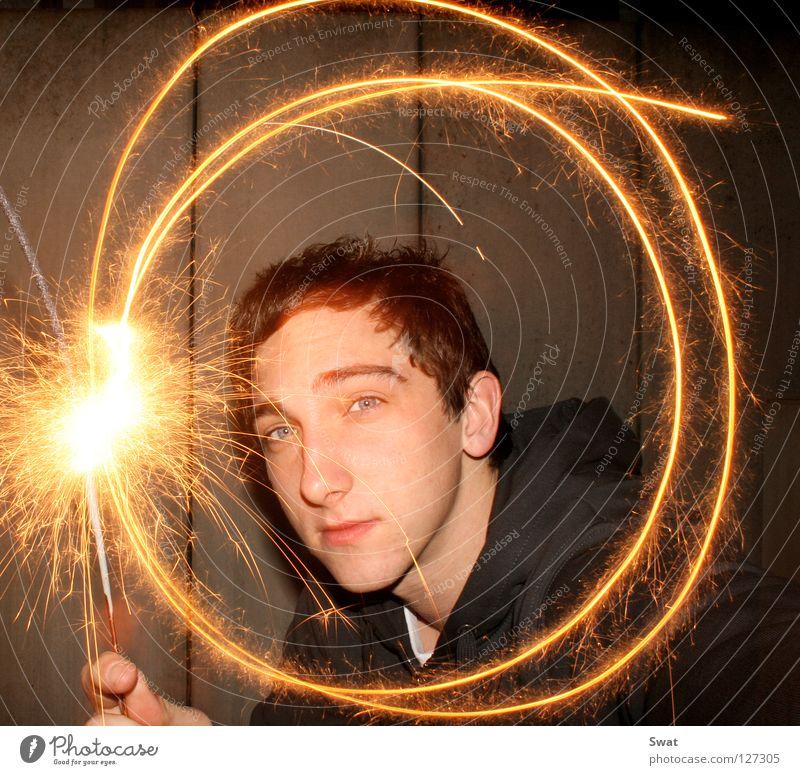 langzeitwunder Jugendliche Gesicht Brand Kerze Lichtspiel Funken Wunderkerze Desaster