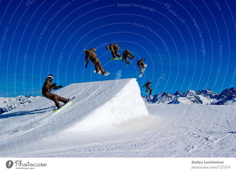 BigAir IV schön Freude Winter Berge u. Gebirge Hintergrundbild Freiheit fliegen springen Freizeit & Hobby groß hoch Show Alpen Schneebedeckte Gipfel Risiko Wolkenloser Himmel