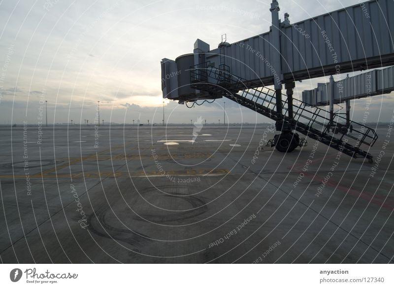 Airport Jetway Bridges Ferien & Urlaub & Reisen Ausflug Flughafen Düsenflugzeug Gate Luftverkehr Flugzeug Schaltpult