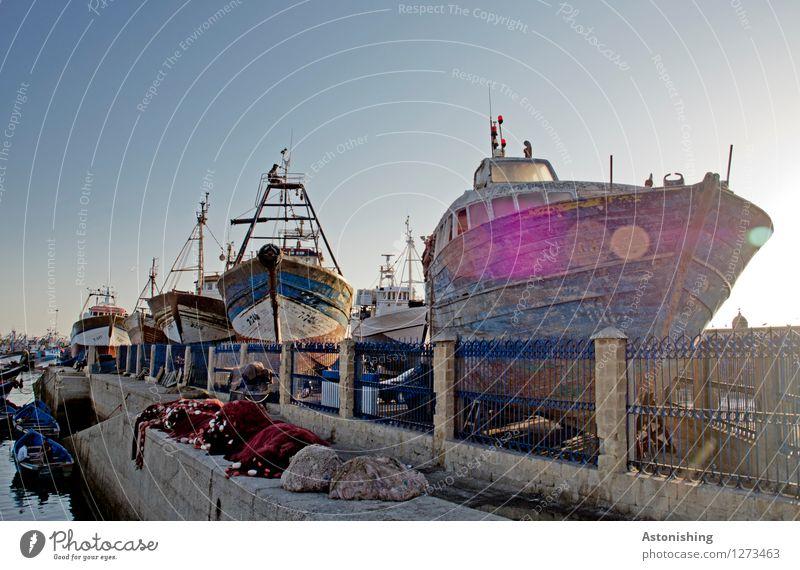 Schiffe an Land Natur Luft Wasser Wellen Meer Atlantik Essaouira Marokko Kleinstadt Stadt Hafen Mauer Wand Verkehr Schifffahrt Bootsfahrt Fischerboot Ruderboot