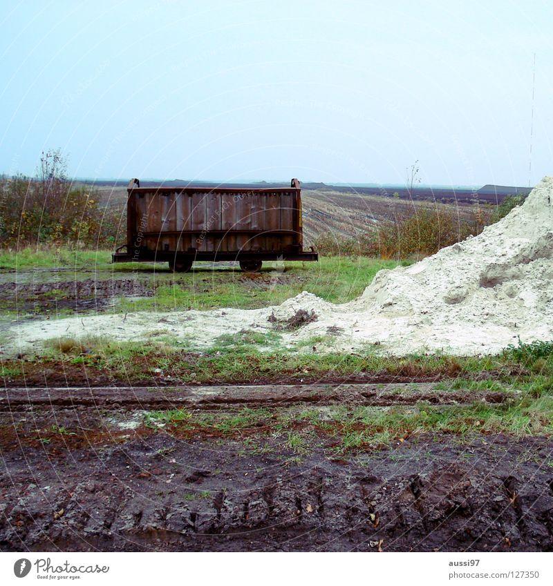 Abstellgleis Einsamkeit Verkehr Eisenbahn Güterverkehr & Logistik Gleise Mitte Bahnhof Barriere graphisch stagnierend Bahnsteig Schaden Außenseiter Streik