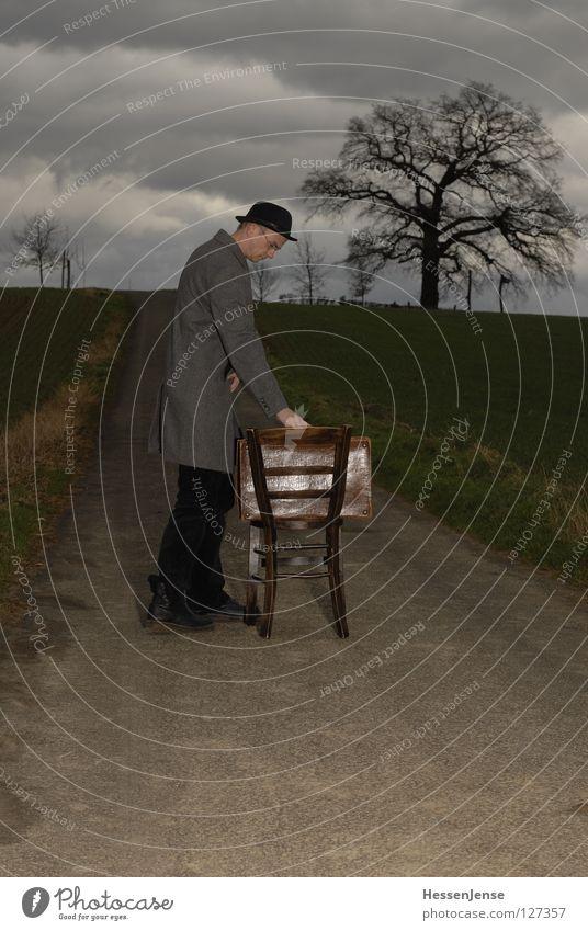 Person 29 Mann alt Baum Einsamkeit Wolken Straße Wand Wege & Pfade Zeit Sand Feld Schriftzeichen warten Aussicht rund Hoffnung