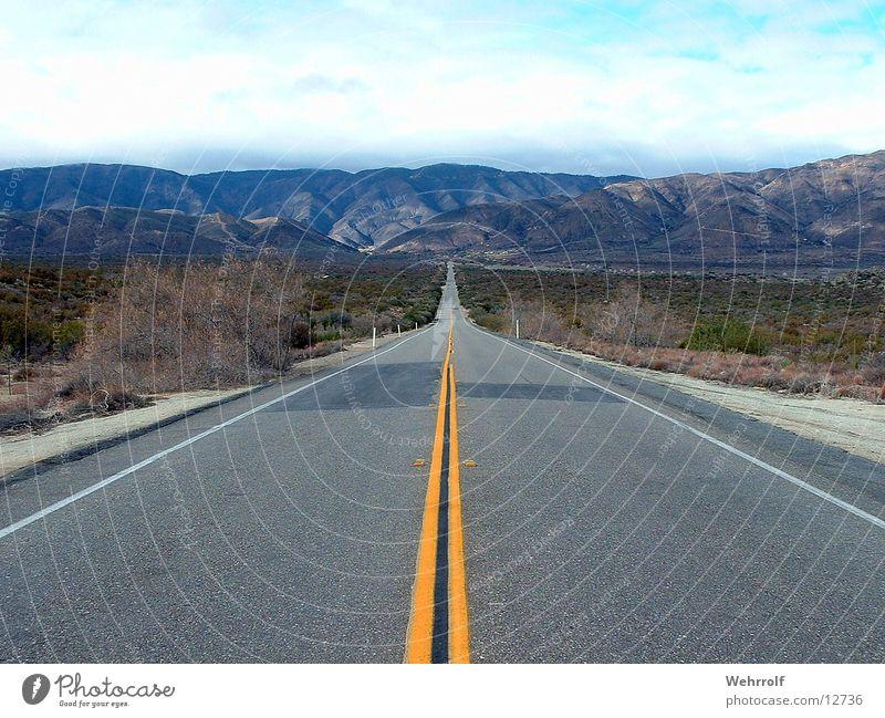 Road to nowhere Natur Ferne Straße Erholung Berge u. Gebirge Freiheit Wege & Pfade Landschaft leer USA Ziel Asphalt Autobahn Steppe zielstrebig Arizona