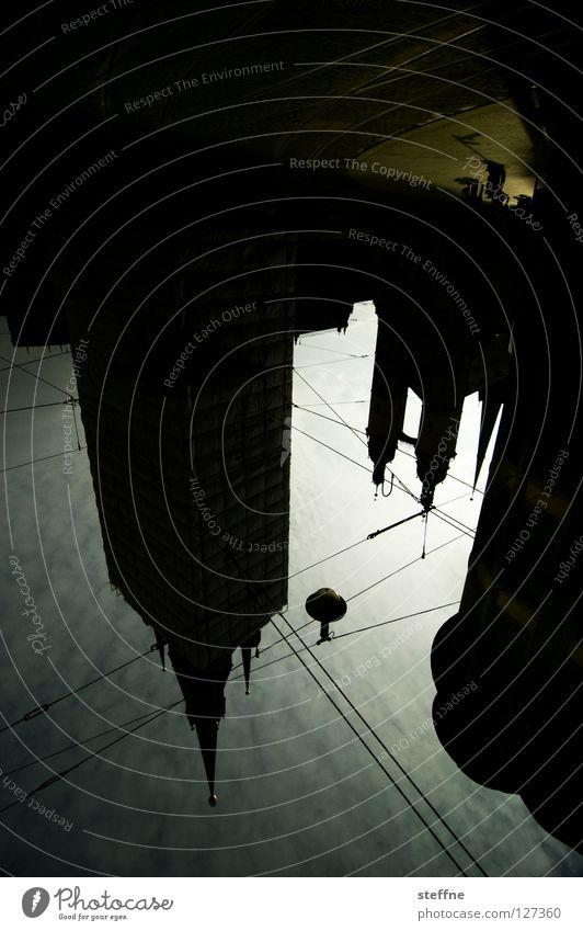 PFÜTZENFAKE Himmel Stadt Lampe Religion & Glaube Kunst Elektrizität Turm Spitze Denkmal historisch Lagerhalle Wahrzeichen Pfütze Sehenswürdigkeit Oberleitung